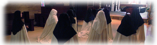 nuns-kneeling-middle-of-choir-from-back.png