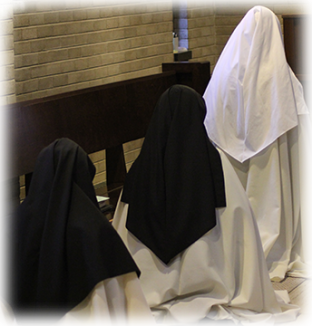 3-nuns-praying-in-choir.png