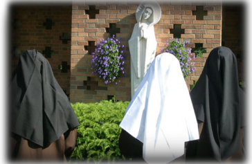 nuns-praying-by-OL-in-the-cloister.png
